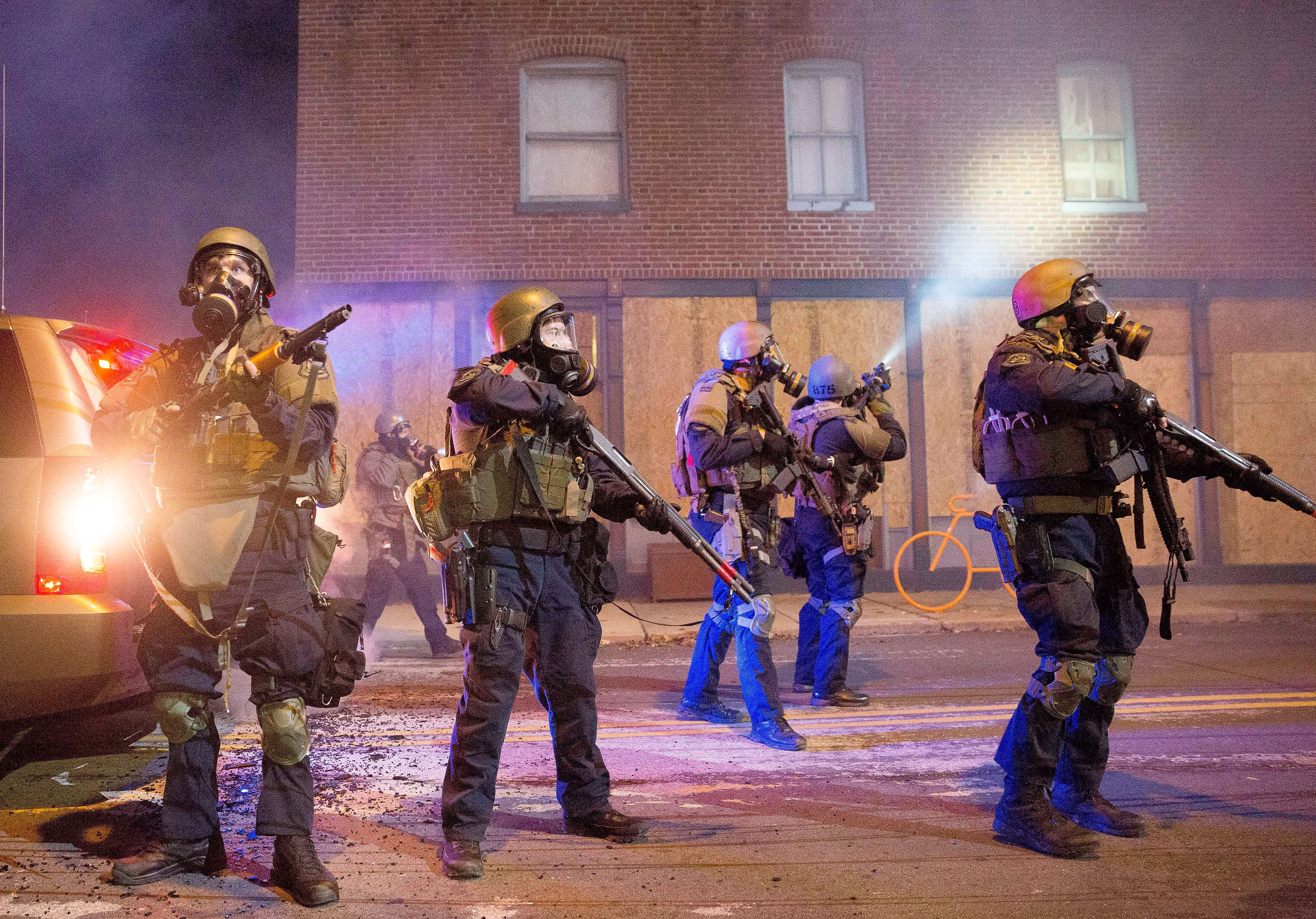 STIRI EXTERNE PE SCURT. Noi proteste in orasul Ferguson; autoritatile din Bolivia au distrus aparatele de jocuri de noroc