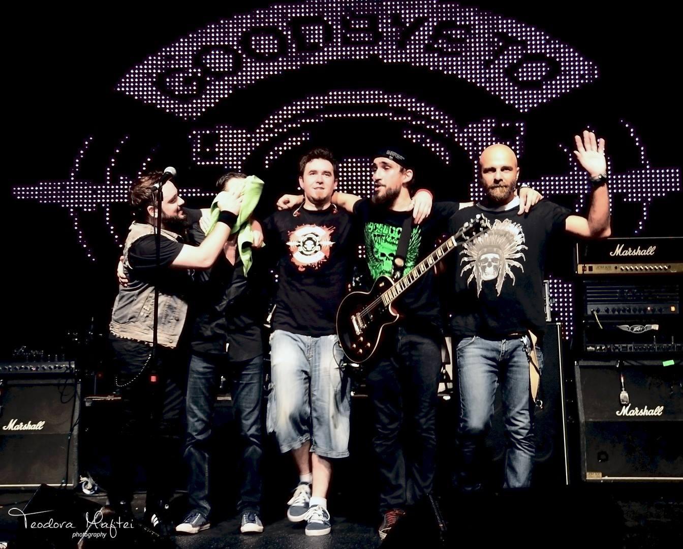 Clipe dificile pentru membrii trupei Goodbye to Gravity. Tobosarul a murit, iar starea basistului s-a agravat