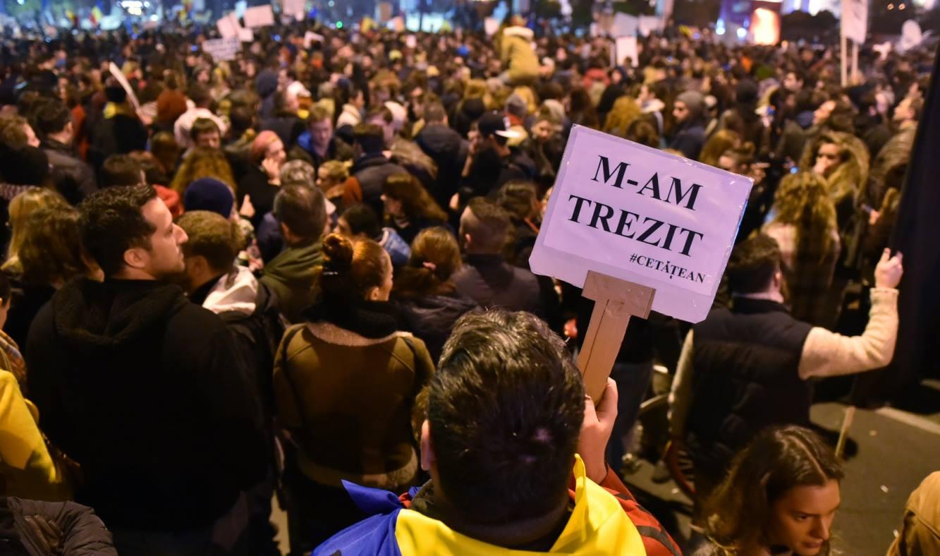 CORUPTIA UCIDE. 15.000 de oameni au protestat pentru schimbare in Piata Universitatii.