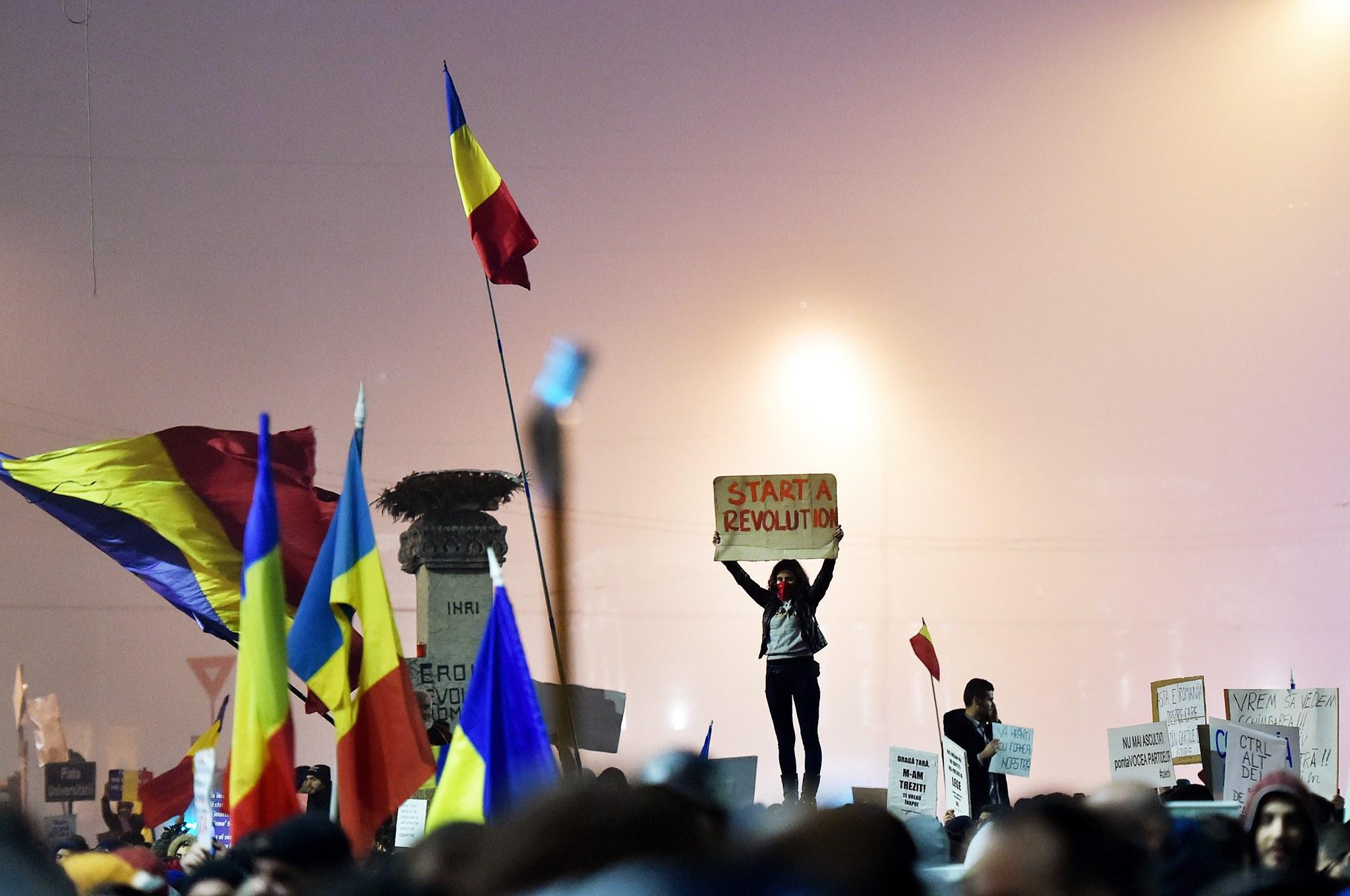 A cincea zi de proteste in Romania: Piata Universitatii, blocata din nou. Mesajele manifestantilor