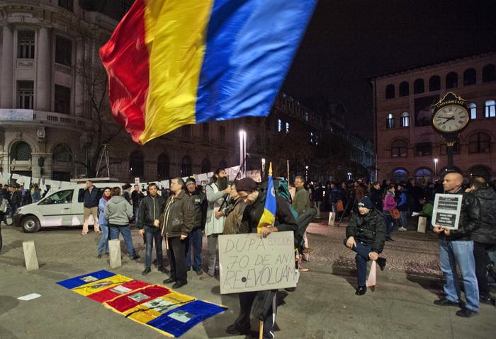 A 7-a zi de proteste in Piata Universitatii. Peste 400 de persoane s-au adunat in centrul Capitalei