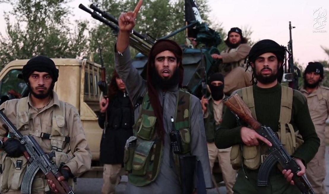 Tatal unui terorist-kamikaze din Paris a mers 80 de km prin desert pentru a-si convinge fiul sa dezerteze din ISIS