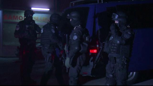 Un barbat inarmat s-a sinucis dupa ce a ucis doi soldati bosniaci la Sarajevo: