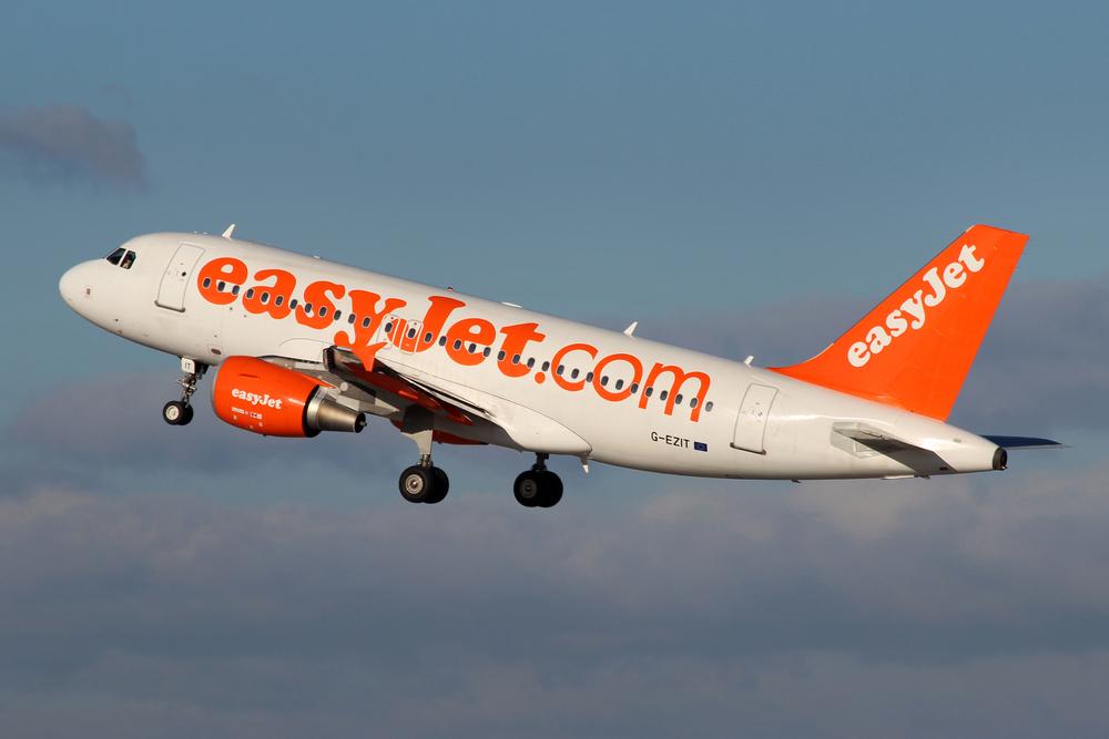 Alerta falsa cu bomba la bordul unui avion EasyJet. Politia a arestat doi barbati