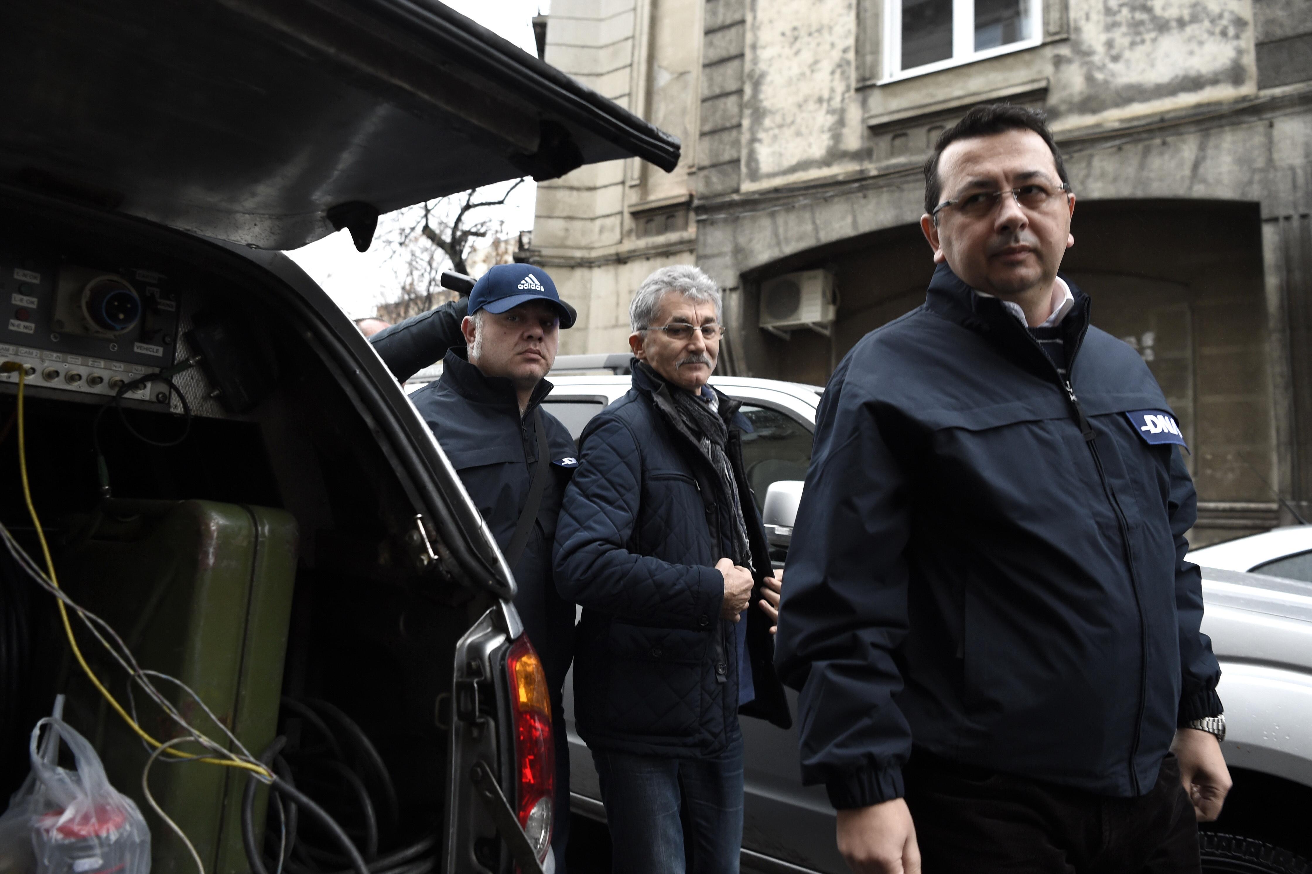 DNA: Ioan Oltean a primit 600.000 de euro intr-o biserica. Cine sunt persoanele retinute in dosarul despagubirilor ANRP