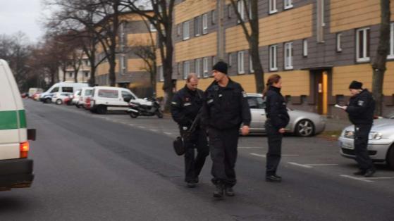 Doi islamisti arestati la Berlin. Ziarul Bild: Barbatii ar fi planuit un atentat terorist intr-o moschee