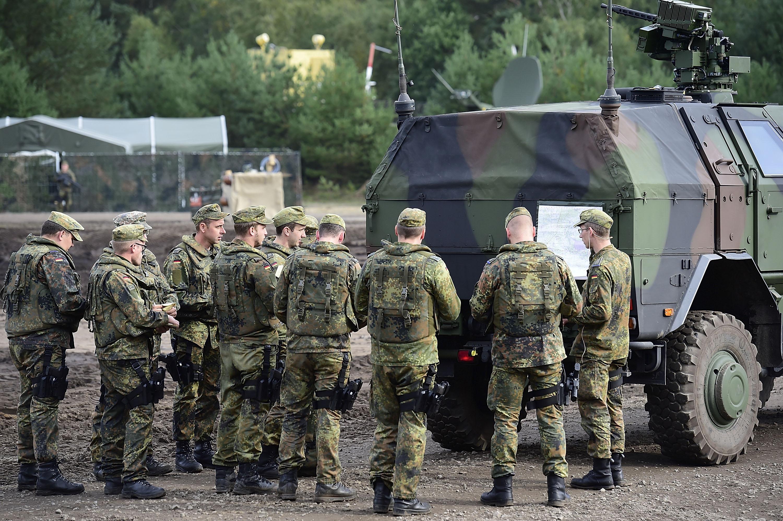 Guvernul german va verifica toti militarii recrutati. 60 de jihadisti s-ar fi infiltrat printre soldati