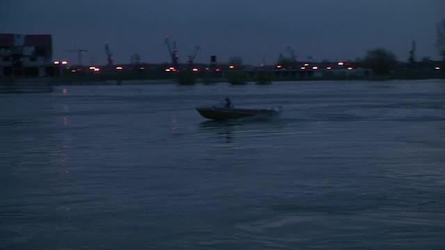 6 raniti si 2 persoane la un pas sa se inece, dupa ce doua ambarcatiuni s-au ciocnit pe Dunare. Planul rosu, activat