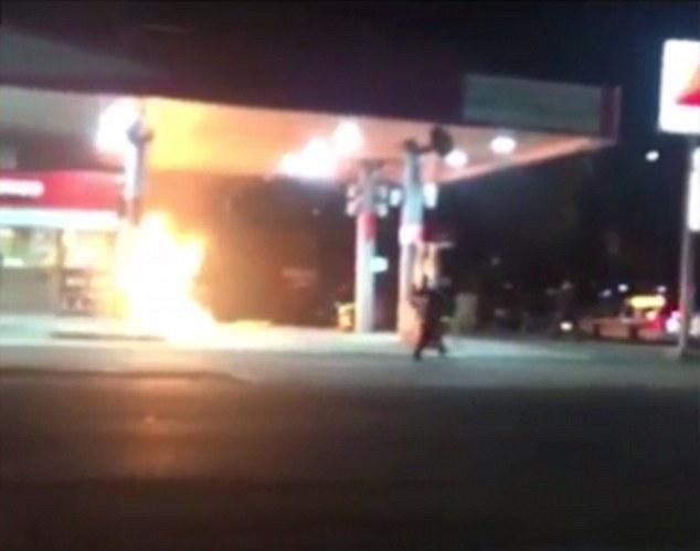 O urmarire ca-n filme pe strazile Brooklyn-ului s-a terminat intr-o benzinarie, in flacari. De ce fugea barbatul de politie