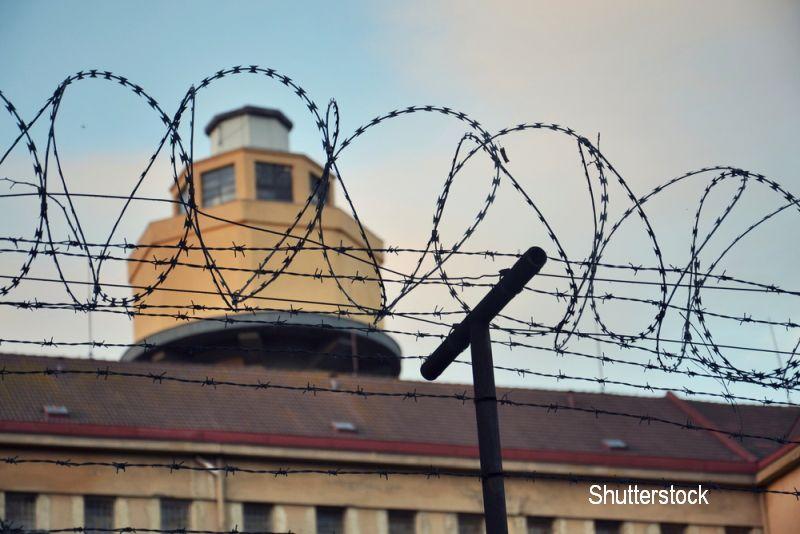 Un barbat de 24 de ani a fost gasit spanzurat in baia celulei din Penitenciarul Arad. Cand urma sa fie eliberat conditionat