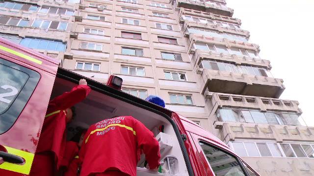 Moarte suspecta in Capitala, unde un barbat a cazut de la etaj. Ce suspecteaza politistii
