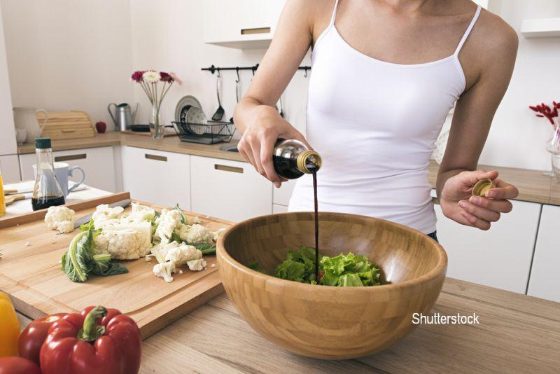 """Cum să slăbim corect. Mihaela Bilic: """"3 linguri de ulei dublează caloriile dintr-o salată"""""""