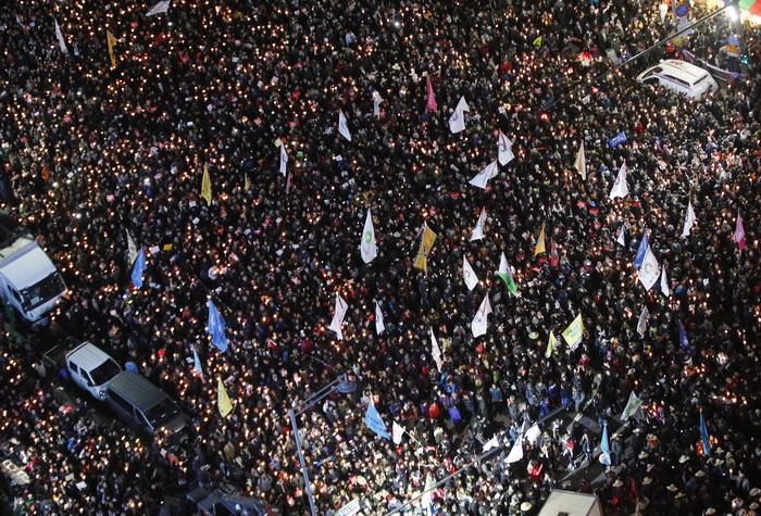 Un milion de persoane au luat parte la o manifestatie cerand demisia presedintei sud-coreene. Scandalul in care e implicata