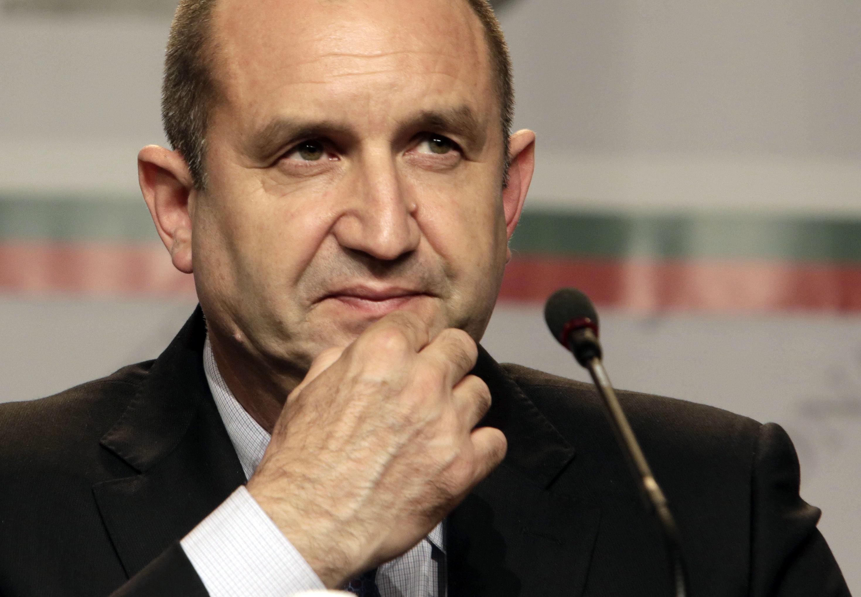 Alegeri prezidentiale in Bulgaria. Primele exit poll-uri il dau castigator pe pro-rusul Radev. Premierul bulgar a demisionat