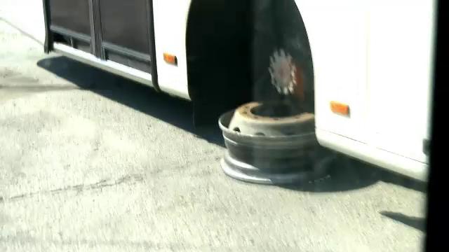 CAMERA ASCUNSA: cat de sigure sunt autobuzele RATB. Inspectia tehnica o face portarul, doar uitandu-se pe geamul biroului