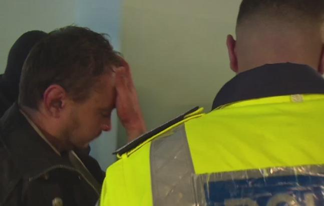 Politistul din Pitesti care a tras in vecinii sai a cerut sa fie eliberat din arest. Cum s-a aparat in fata judecatorilor