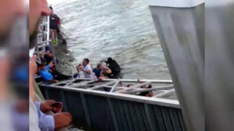 Clipe de teroare in statul american Georgia. Un debarcader cu 55 de oameni a cazut in apele inghetate ale raului Savannah