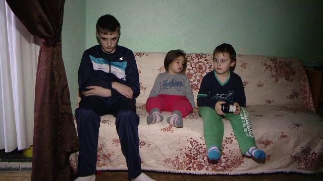 O familie sarmana din Iasi amenintata cu evacuarea din cauza datoriilor la intretinere: