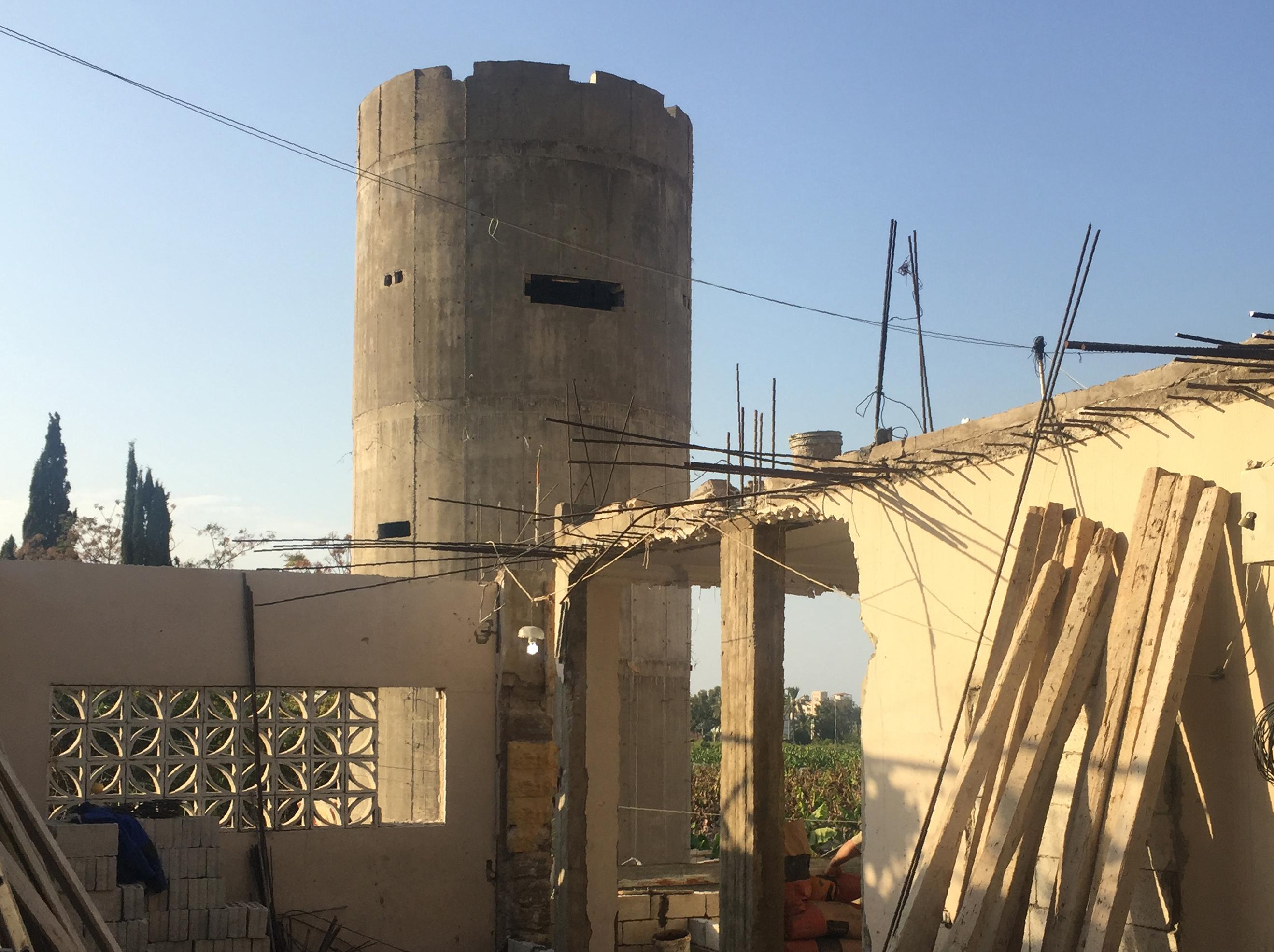 Libanul ridica un zid din beton pentru a se
