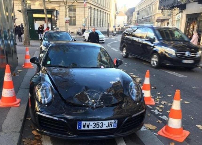Si-a lasat Porsche-ul nou-nout pe avarii in centrul Parisului iar politia i l-a aruncat in aer.