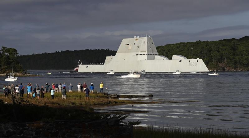USS Zumwalt, nava militara invizibila de ultima generatie, perla a coroanei Marinei americane, s-a stricat in Canalul Panama