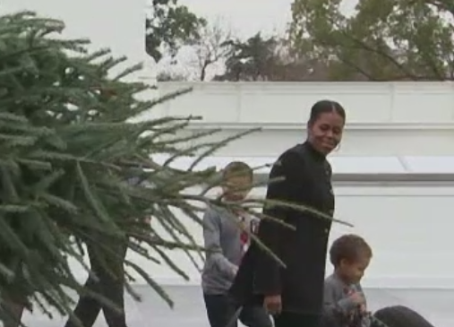 Michelle Obama a inceput pregatirile pentru ultimul Craciun la Casa Alba. Bradul va fi decorat in onoarea Armatei SUA