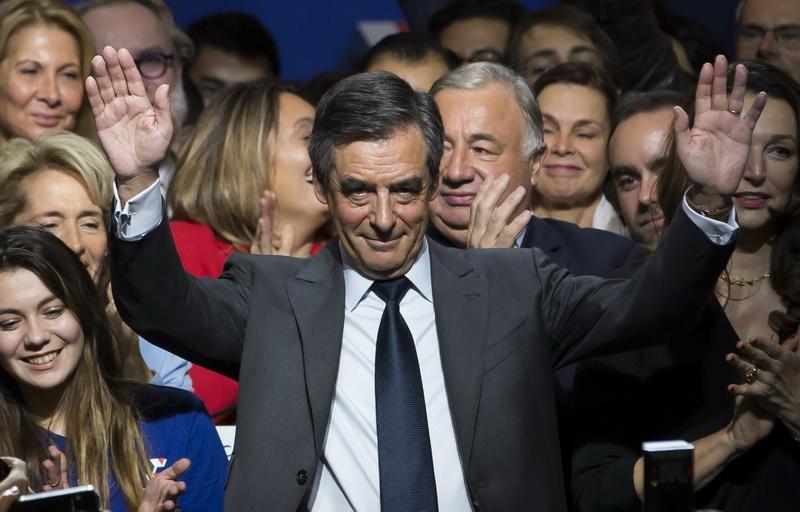 Alegeri primare in Franta, pentru desemnarea candidatului de centru-dreapta la prezidentiale. Favorit e Francois Fillon