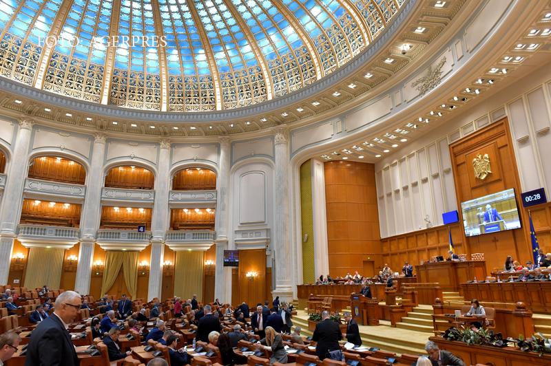 Candidatii care au locurile asigurate in Parlament inainte de alegeri. Deputăţia, lasata mostenire copiilor si nevestelor