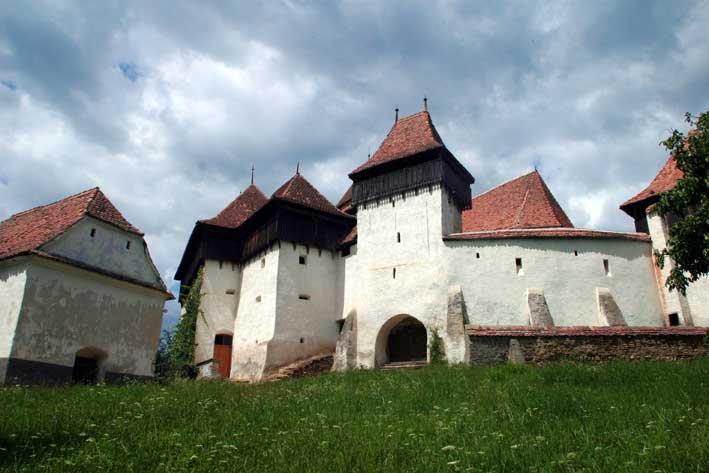 The Telegraph: Biserica fortificata din Viscri, intre 23 cele mai frumoase edificii de cult din lume