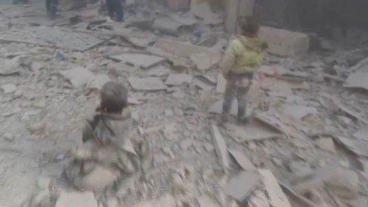 Scene tulburatoare filmate in Alep in urma unui atac atribuit rebelilor, soldat cu 20 de morti. VIDEO