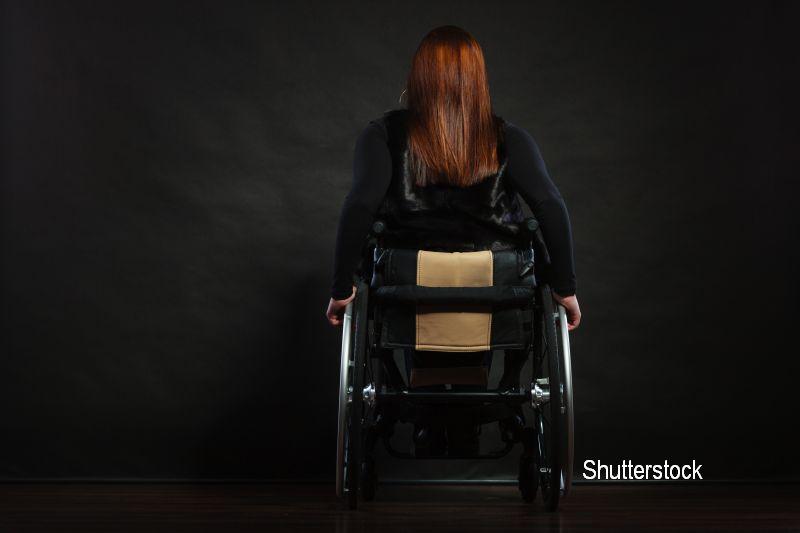 O femeie s-a trezit cu gatul umflat, iar dupa cateva ore a ramas paralizata. Afectiunea rara de care sufera