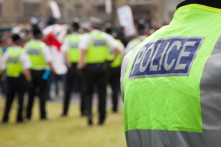 Un bărbat din Danemarca, condamnat la închisoare după ce a ameninţat doi poliţişti tuşind şi strigând că are 'corona'