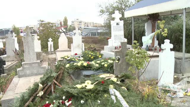 """Mormântul unei femei din Craiova, vandalizat: """"I-au luat inelele și cerceii din aur cu care a fost îngropată"""""""