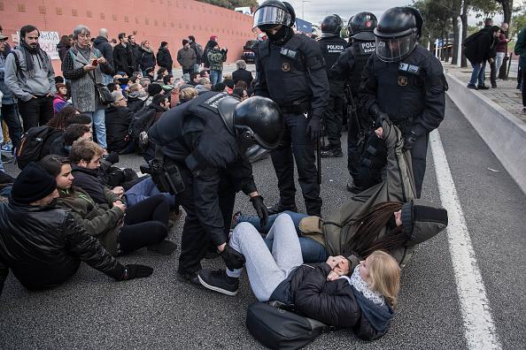 Proteste în Catalonia. Activiștii pro-independență flutură steagul separatist