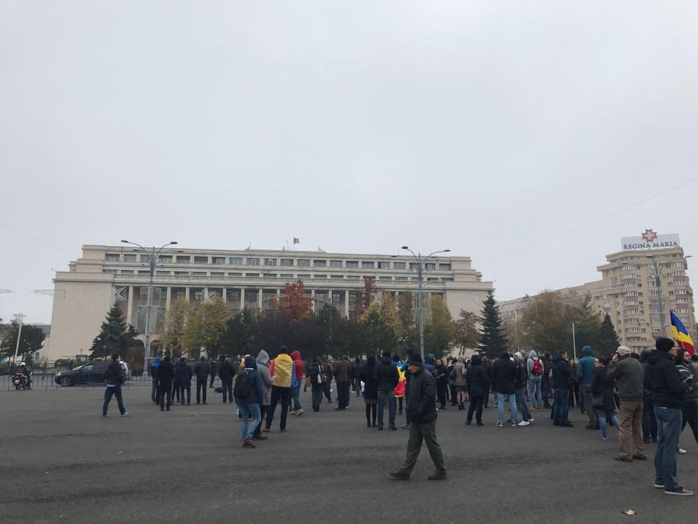 Angajaţii APIA protestează în Piaţa Victoriei, nemulţumiţi de grila de salarizare