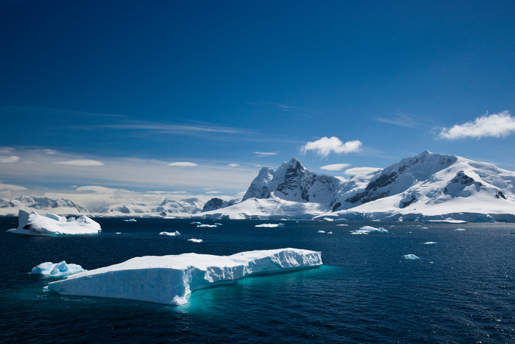 Antarctica se topeşte din cauza unui