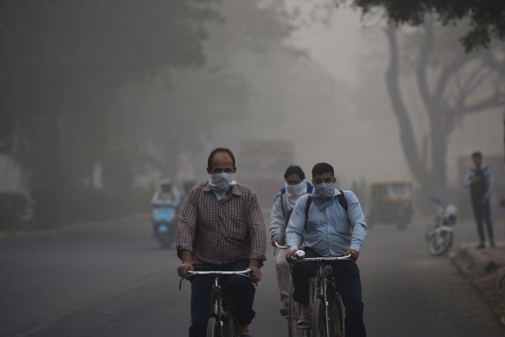 Medicii, în alertă: Să respiri aerul din Delhi este ca și cum ai fuma 44 de țigări pe zi