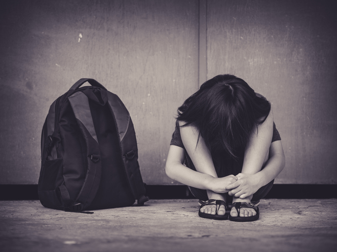 Un violator recidivist a atacat o fetiță de 10 ani în toaleta școlii