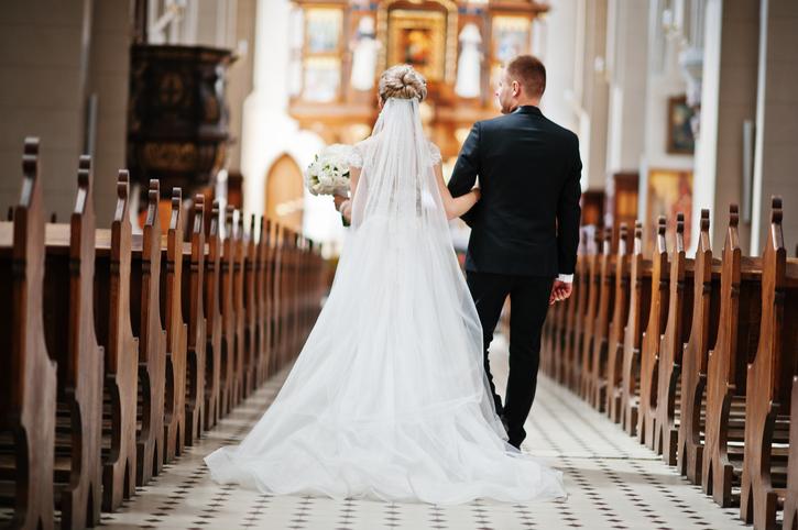 """Britanică, """"devastată"""" după ce i s-a anulat nunta din cauza unei fotografii indecente"""