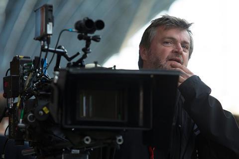 """Un operator a murit în timp ce filma o cascadorie pentru serialul """"The Forgiving Earth"""", produs de BBC şi Netflix"""