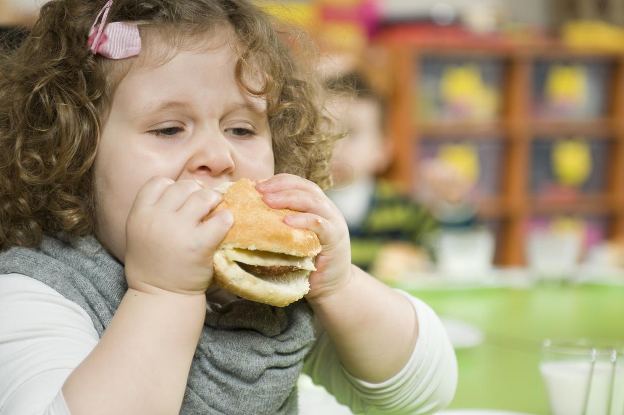 """Medicii pediatri trag un semnal de alarmă: """"Este pandemie de obezitate"""" în România"""