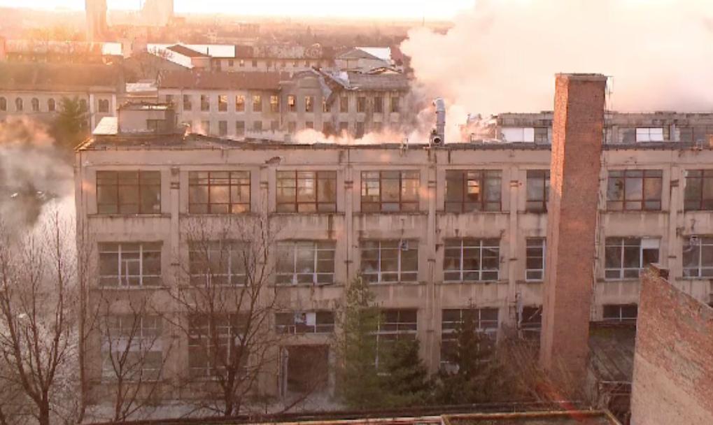 Demolare spectaculoasă la Timişoara. Trei clădiri, puse la pământ cu zeci de tone de explozibil
