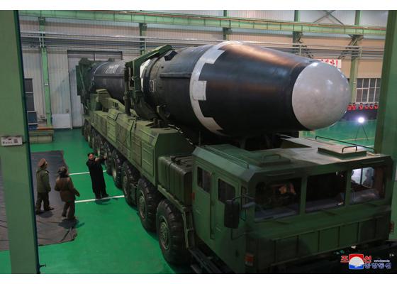 Baza unde se obţine uraniu îmbogăţit pentru armele nucleare nord-coreene a fost identificată