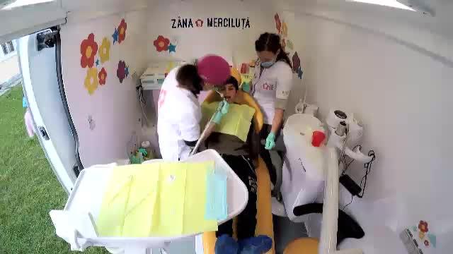 Zâna Merciluţă, cabinetul mobil care vine în satele fără stomatolog. România secolului XXI riscă să nu aibă dinţi