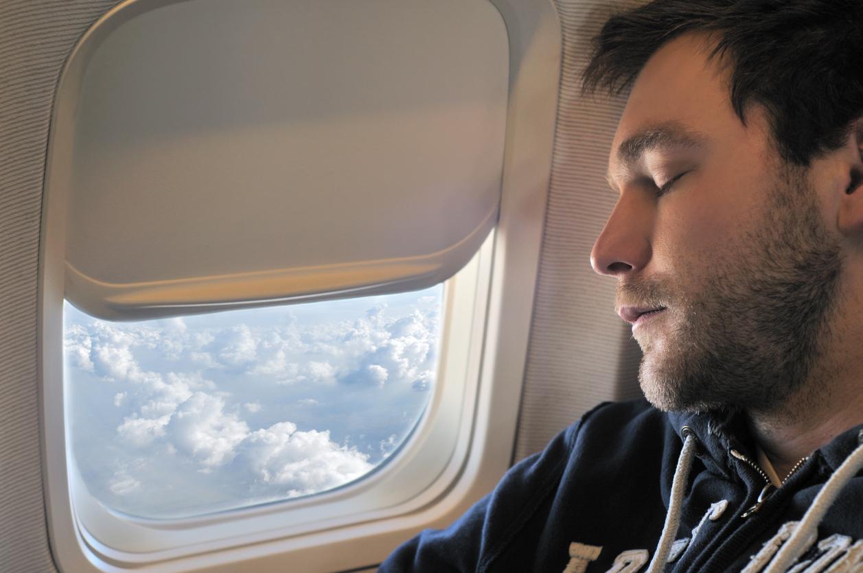 """Bărbat dat afară dintr-un avion din cauza unui somnifer. """"Stewardesa se purta ca un judecător"""""""