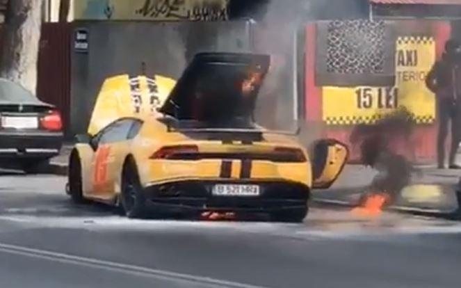 Un Lamborghini a luat foc în mers în Capitală. Cine se afla în mașină. VIDEO