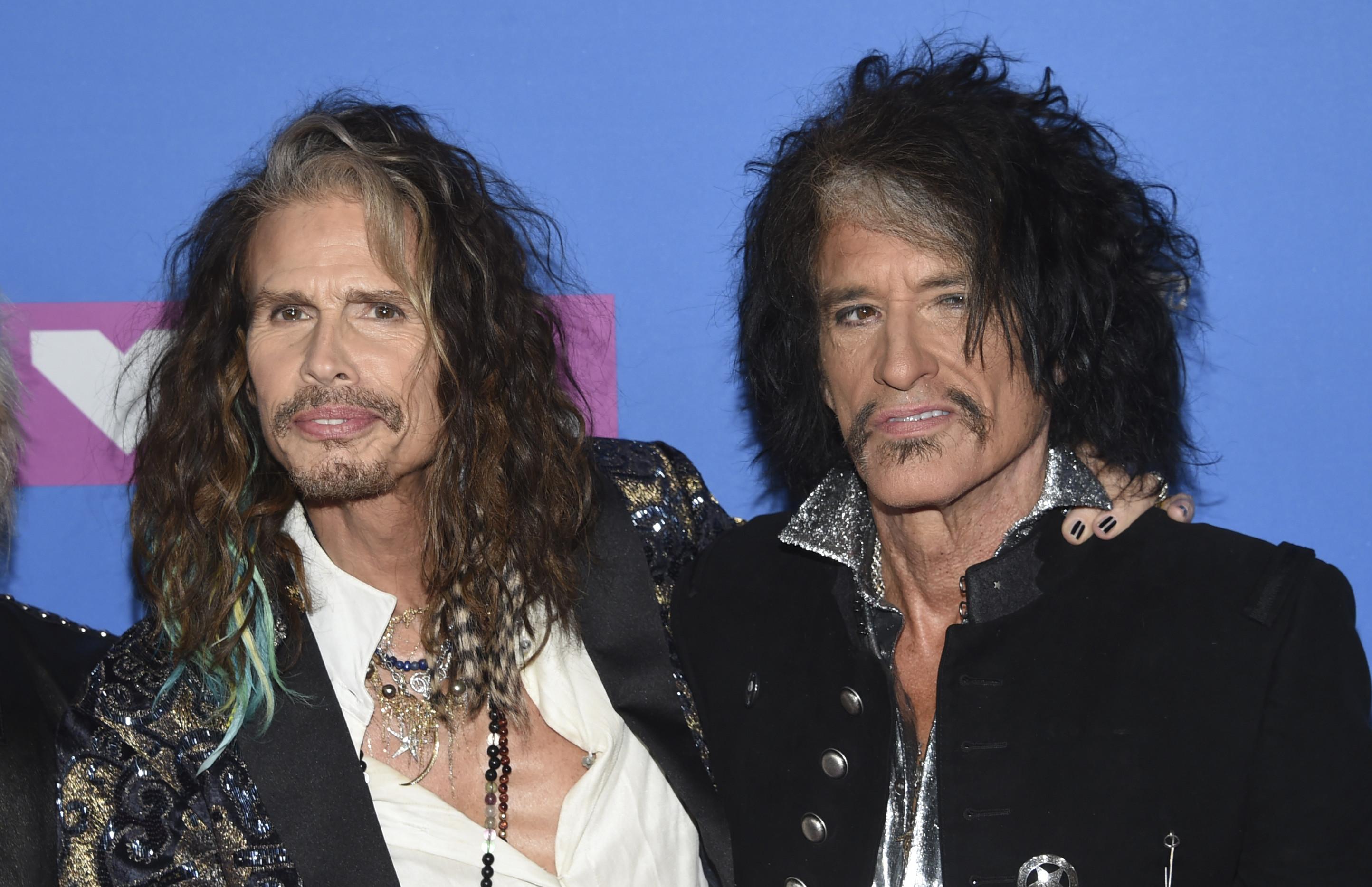 Joe Perry, chitaristul trupei Aerosmith, a fost spitalizat de urgenţă