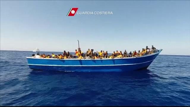 Marinarii români blocaţi la bordul unei nave cu emigranți, în pericol: