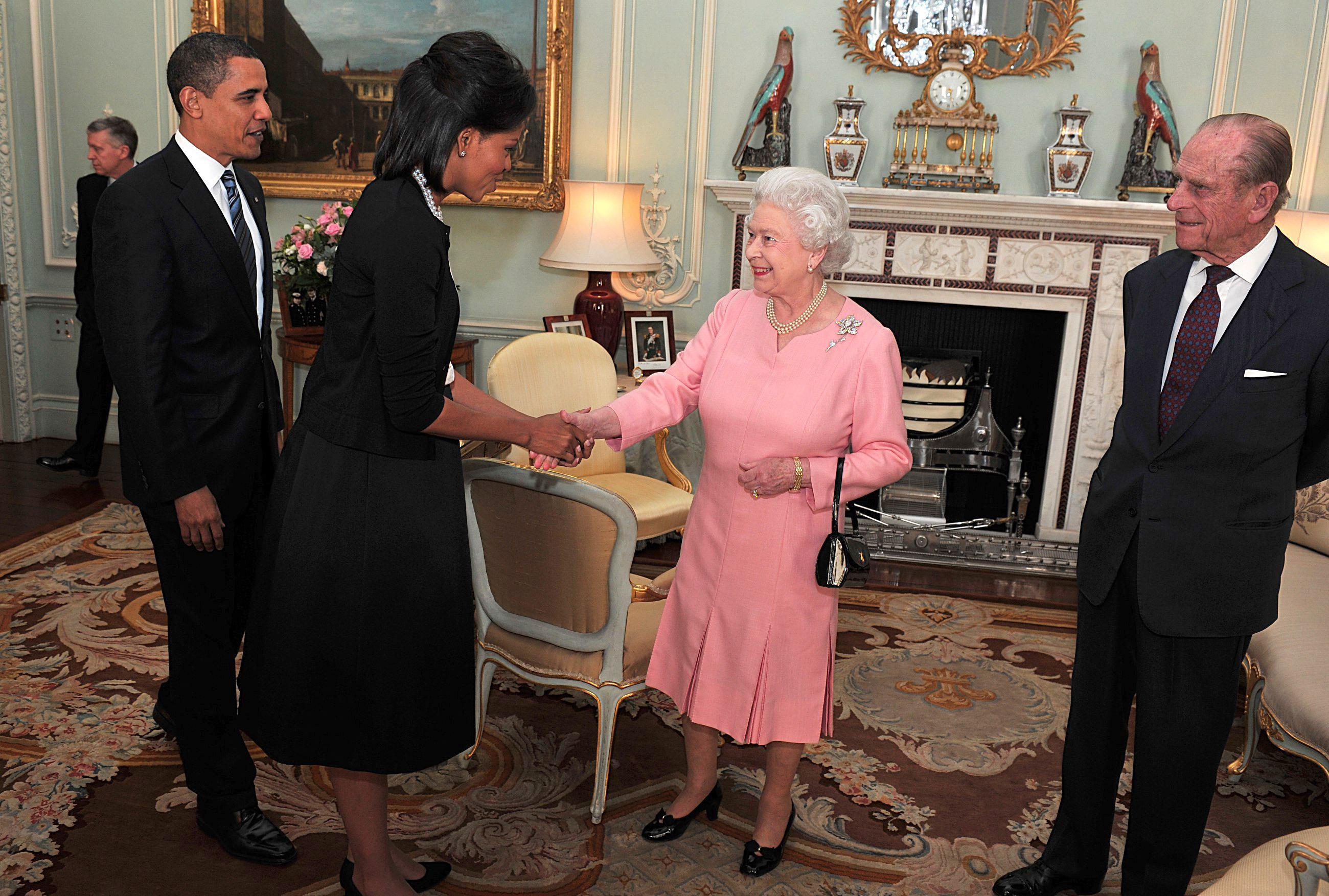 Michelle Obama dezvăluie de ce a luat-o în brațe pe Regina Elisabeta, acum nouă ani