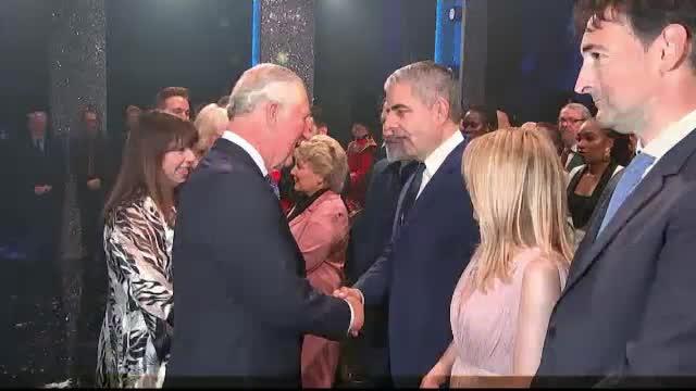 Prințul Charles și-a sărbătorit ziua în avans cu Kylie Minogue și Mr. Bean